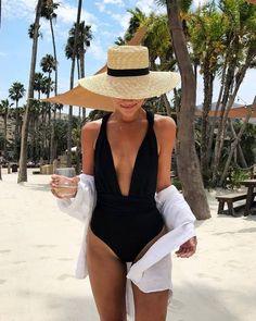 Holen Sie sich die Badebekleidung für 45 USD bei Asos US - Wheretoget - So So One Piece Swimwear, Bikini Swimwear, Swimsuits, Bathing Suits One Piece, One Piece Swimsuit, Outfit Strand, Bikini Sets, Illustration Mode, Beach Poses