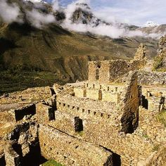 Ollantaytambo is without a doubt one of the most amazing places on Earth. Shrouded in mystery, experts are unable to explain how ancient cultures built this megalithic site thousands of years ago w… Ancient Egypt Art, Ancient Artifacts, Ancient Aliens, Ancient Greece, Ancient History, Pichu, European History, American History, Amazing Places On Earth