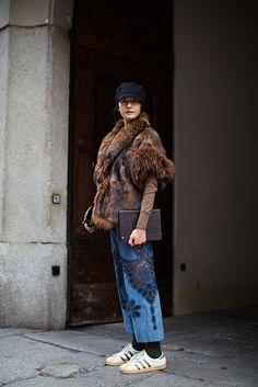 On the Street…Via Solferino, Milan (The Sartorialist) Fashion Moda, Fur Fashion, Winter Fashion, Womens Fashion, London Fashion, Style Fashion, Fashion Outfits, I Look To You, Adidas Shoes Women