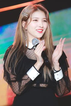 K-Pop Babe Pics – Photos of every single female singer in Korean Pop Music (K-Pop) Kpop Girl Groups, Korean Girl Groups, Kpop Girls, Gfriend Profile, Gfriend Sowon, Cloud Dancer, G Friend, Meme Faces, Female Singers