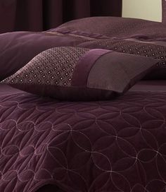 aubergine bed spread & pillow