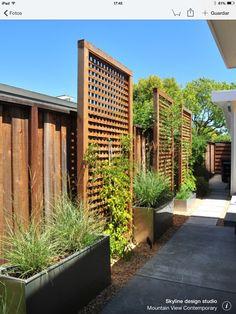 Inspiring Cheap Backyard Privacy Fence Design Ideas - Page 25 of 84 Cheap Privacy Fence, Privacy Fence Landscaping, Privacy Fence Designs, Backyard Fences, Landscaping Ideas, Privacy Trellis, Pool Fence, Garden Landscaping, Fence Garden