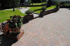 #ASAK Miljøstein #ModenaFliser Sidewalk, Patio, Outdoor Decor, Home Decor, Velvet, Decoration Home, Room Decor, Side Walkway, Walkway