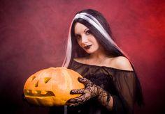 Halloween Daenerys Targaryen, Game Of Thrones Characters, Halloween, Fictional Characters, Art, Art Background, Kunst, Performing Arts, Fantasy Characters