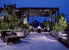 Dakterras van penthouse loft in Manhattan Terrace Design, Roof Design, Garden Design, Outdoor Rooms, Outdoor Gardens, Outdoor Living, Outdoor Decor, Rooftop Gardens, Landscape Architecture