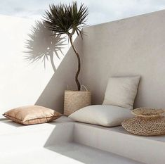 Still in the summer mode. let's go outside, love this corner, beautiful design. Living Pool, Home Living, Outdoor Living, Living Spaces, Home Interior, Interior And Exterior, Casa Petra, Open Plan, Arches