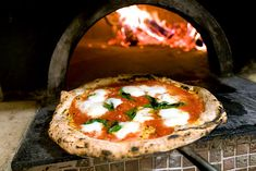 There is the true story of the pizza Margherita that we can not overlook