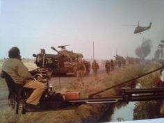 """""""In Vietnam, the wind doesn't blow, it sucks."""" Stanley Kubrick on the set of Full Metal Jacket. pic.twitter.com/Jtx56AEZjm Full Metal Jacket, Stanley Kubrick Quotes, Cool Pictures, Cool Photos, Amazing Photos, Really Good Movies, Movie Co, Love Film, Film Music Books"""