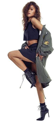 Zendaya Coleman (born Zendaya Maree Stoermer Coleman on September 1996 in Oakland, California) is an American actress, singer and dancer. She began a professional career in first as a mode… Zendaya Outfits, Zendaya Style, Mode Outfits, Zendaya Photoshoot, Zendaya Fashion, Dress Outfits, Zendaya Maree Stoermer Coleman, Fashion Poses, Fashion Ideas