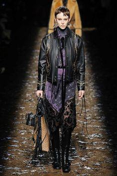 The complete Coach 1941 Fall 2018 Ready-to-Wear fashion show now on Vogue Runway.