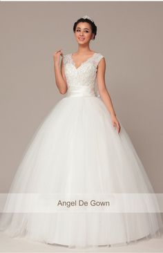ONSALE - Vintage Inspired Royal -  Wedding dress - Wedding Gown -  ELEGANT & SOPHISTICATED 843. $389,00, via Etsy.