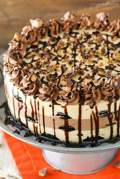 Reeses Peanut Butter Chocolate Icebox Cake - an awesome no bake dessert! Layers…
