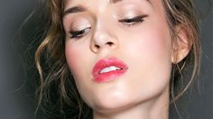 5 Easy Makeup Looks You Can Do in Under 10 Minutes: http://stylecaster.com/beauty/easy-makeup-looks-10-minutes/