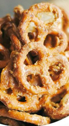 Maple Glazed Pretzels - Something Swanky Appetizer Recipes, Snack Recipes, Dessert Recipes, Cooking Recipes, Appetizers, Pretzel Recipes, Pretzel Snacks, Party Desserts, Fall Desserts