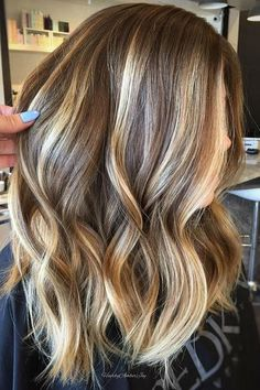 Balayage is suitable for light and dark hair, almost all lengths except very short haircuts. Today I want to show you the most popular Brunette Balayage Hair Color Ideas. Balayage has become the biggest trend in recent seasons, and it's not over yet. Ombré Hair, Hair Day, New Hair, Low Maintenance Hair, Brown Blonde Hair, Brunette Hair, Brunette Color, Balayage Brunette, Short Blonde