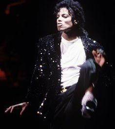 ♥ Michael Jackson ♥ Performance Billie Jean - BAD World Tour 1987-1989