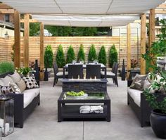 Small backyard patio ideasThe backyard is an extension of your home or an outdoor living space. A small backyard can be made to look good with proper arrangement of furniture, installation of patio and by using small plants which add to the decorations. Design Patio, Outdoor Patio Designs, Modern Backyard, Small Backyard Landscaping, Small Patio, Backyard Ideas, Diy Patio, Outdoor Spaces, Backyard Designs