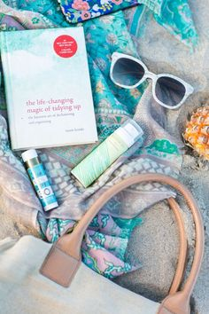 Eden Passante of Sugar & Charm is talking about how she incorporates books into her space, from which paperback she consults daily to what's in her beach bag, now on the #AnthroBlog #Anthropologie