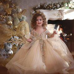 Hera ime e vockel po rritet! Sot per krishtlindje, bashke me mamin inaguruam ambientet e reja te @hera.studio ... Ju urojme te dyja , lumturi , dashuri e mbi te gjitha shendet sepse kjo eshte me e rendesishme se gjithshka Gezuar ❤️ Dress by @hera_shop