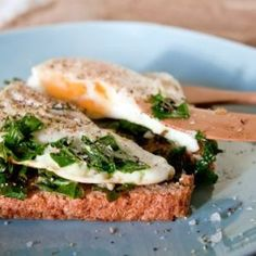 Delightful Fried Egg Kale Toast with Lemon Juice