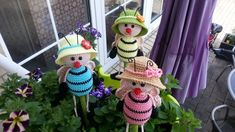 Plant Hanger, Bunt, Crochet Hats, Christmas Ornaments, Holiday Decor, Amigurumi, Tutorials, Bumble Bees, Kawaii