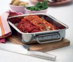 Tomatbagt farsbrød med kartofler og grønne bønner | Magasinet Mad!