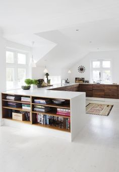 divide a large space using linear elements (via villa: Denne...