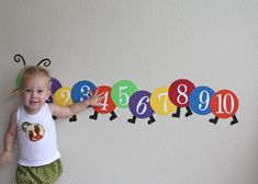 Charlotte wants to introduce you to her friend, the Counting Caterpillar. If you missed this easy activity a while back on good tots , it& Home Daycare, Daycare Crafts, Toddler Crafts, Preschool Activities, Preschool Readiness, Infant Classroom, Preschool Classroom, Toddler Classroom Decorations, Daycare Decorations