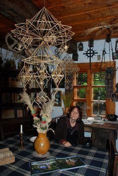 "A. Tarvydo dokumentinis filmas ""Dangaus sodai"" Paper Chandelier, Straw Crafts, Bamboo Art, Weaving Designs, Math Art, Weaving Art, Handmade Ornaments, Diy Projects To Try, Wood Art"