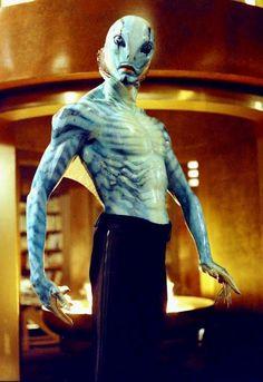 Doug Jones as Abe Sapien in Hellboy Hellboy 2004, Hellboy Movie, Character Makeup, Comic Character, Fantasy Movies, Sci Fi Fantasy, Cosplay, Abe Sapien, Bald Cap