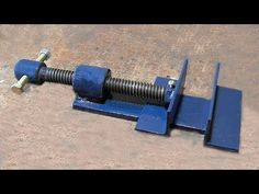 homemade tools Make A Metal Mini Drill Vise Metal Bending Tools, Metal Working Tools, Metal Tools, Old Tools, Homemade Lathe, Homemade Tools, Welding Crafts, Welding Projects, How To Make Metal