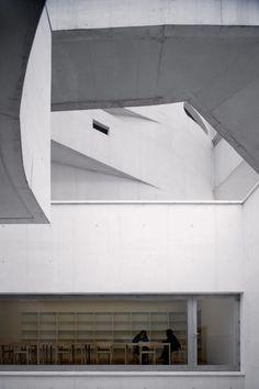 Museum for the Iberê Camargo Foundation / Alvaro Siza Vieira | ArchEyes Architecture Artists, Concrete Architecture, Space Architecture, Residential Architecture, Architecture Details, Minimalist Architecture, Contemporary Architecture, Exhibition Room, City Aesthetic