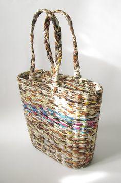 Koszyk - torba wypleciona z makulatury (proj. zapleciona), do kupienia w DecoBazaar.com Newspaper Basket, House Colors, Recycle Paper, Baskets, Recycling, Weaving, Paper Crafts, Macrame, Tutorials