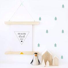 Productos de umbilicalshop.com (vinilos abetos, lámina family geometry y portaláminas) @charmabephoto