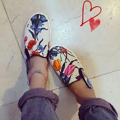 """100均の材料で♪GUのスニーカーを""""デコパージュ""""で大人可愛くリメイク Girl Fashion, Slip On, Sandals, Creative, Sneakers, Handmade, Yahoo Beauty, Shoes, Design"""