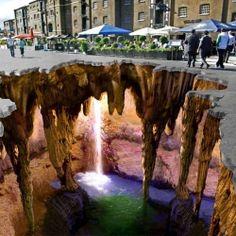 Incredible 3D Sidewalk Chalk Art how is this even possible?! MIND..BLOWN!! - recomendado por www.bessagemakeup.com