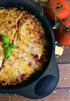 An easy keto meatza recipe for when you're craving an easy meat and cheesy meal. #ketolunch #ketodinner Ketogenic Recipes, Low Carb Recipes, Diet Recipes, Keto Foods, Pizza Recipes, Recipes Dinner, Diabetic Recipes, Soup Recipes, Gastronomia