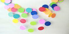Decorazioni per Carnevale con dischi di carta colorata