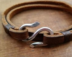 Items similar to Leather and Silver Wrap Bracelet with S Hook / Handmade Leather Wristband / Brown Leather Artisan Bracelet / Jordan on Etsy Diy Leather Gifts, Leather Diy Crafts, Handmade Leather, Diy Bracelets Patterns, Bracelets For Men, Diy Bracelets Easy, Black Leather Bracelet, Leather Necklace, Leather Jewelry