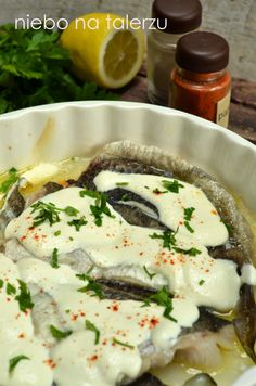 Ryba pieczona w porach i śmietanie