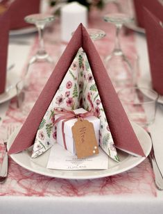 # top decorations # top decoration ideas # decoration # table settings - New Sites New Years Decorations, Reception Decorations, Ostern Party, Gold Table Runners, Napkin Folding, Deco Table, Decoration Table, Diy Birthday, Paper Napkins