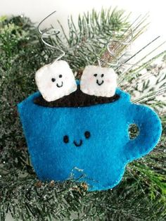 Adorable, Felt Hot Cocoa Ornament tutorial with downloadable pattern