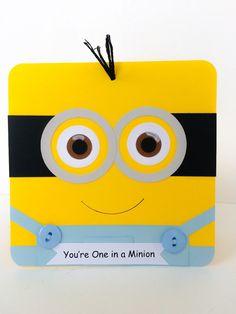 Tarjeta de cumpleaños hecha a mano de Minion adorable es segura que será un éxito con su destinatario! Ideal para niños y adultos. Cuerpo de súbdito