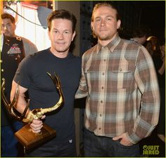 charlie hunnam mark wahlberg guys choice awards 2014 01 Charlie Hunnam meets up with Mark Wahlberg backstage at the 2014 Spike Guys' Choice Awards held at Sony Pictures Studios on Saturday evening (June 7) in Culver…
