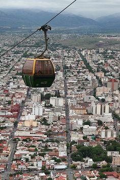Vista aérea de Salta, capital da província de mesmo nome, Argentina.  Fotografia: Haukur Sigurðsson no Flickr.