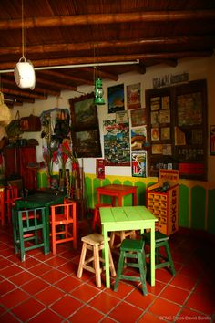 Tienda tradicional paisa / Traditional store. Fonda Paisa, Farmhouse Style Decorating, House Tours, Big Shirts, Home Goods, Living Spaces, San Rafael, Party Photography, Prom Ideas