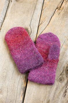 Tovade vantar i Novita Joki Yarn Crafts, Diy And Crafts, Knitting Accessories, Mittens, Loom, Knit Crochet, Knitting Patterns, Slippers, Textiles