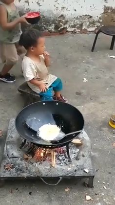 Big brothers are incredible. Big brothers are incredible. High quality big brothers are incredible. Funny Videos For Kids, Cute Baby Videos, Funny Baby Memes, Funny Video Memes, Cute Funny Babies, Funny Cute, Human Kindness, Cute Stories, Funny Clips