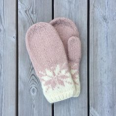 Ravelry: Februarvotter / Februar / February pattern by MaBe Loom Knitting, Knitting Socks, Baby Knitting, Knitting Patterns, Crochet Patterns, Hat Patterns, Free Knitting, Stitch Patterns, Knitting Machine