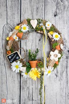 Türkränze - Türkranz Natur 8 - ein Designerstück von Rotkopf-design bei DaWanda Diy Wreath, Door Wreaths, Diy Osterschmuck, Diy Easter Decorations, Summer Wreath, Felt Flowers, Craft Fairs, Home Crafts, Centerpieces